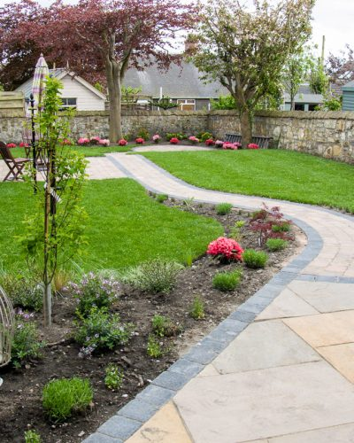SANDSTONE CIRCLE PAVING & MONOBLOCK PATH IN KIRKCALDY