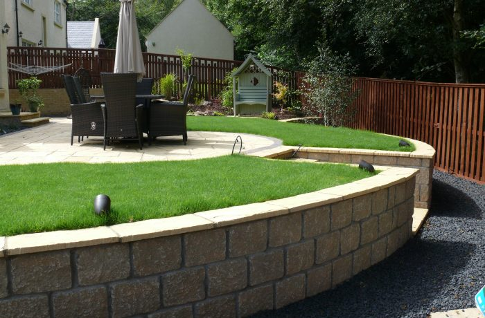 YORKSTONE PAVING, RETAINING WALLS & POND IN KELTY BRIDGE