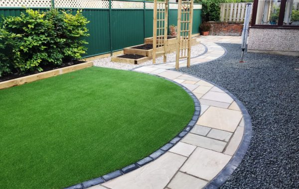 ARTIFICIAL GRASS & NATURAL SANDSTONE IN SALINE