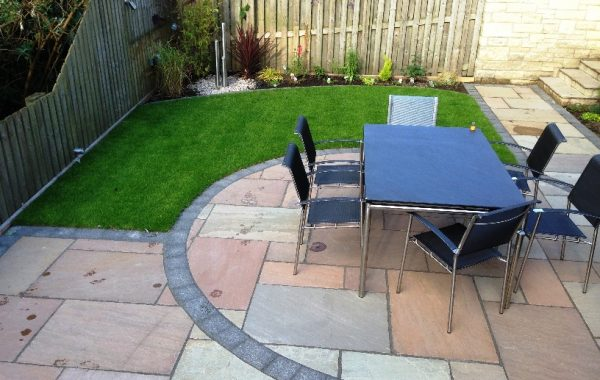 MILLSTONE SETS & NATURAL SANDSTONE PAVING IN LESLIE