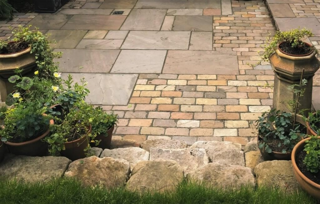 Mixed material stone driveway